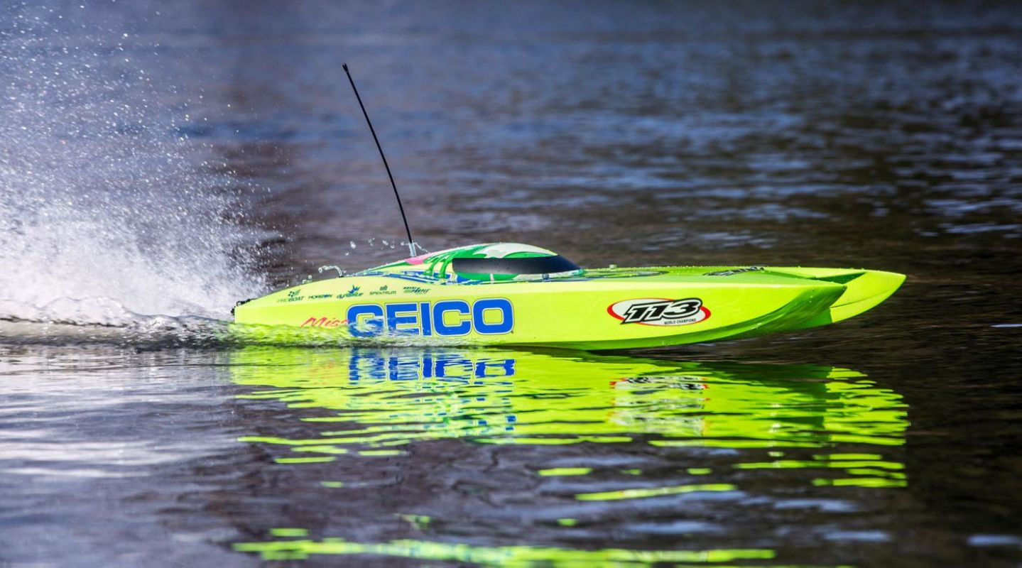 ProBoat Miss GEICO Zelos 36