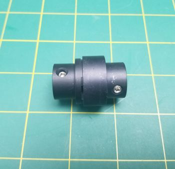 8mm - 8mm Coupler with rubber isolated coupling.